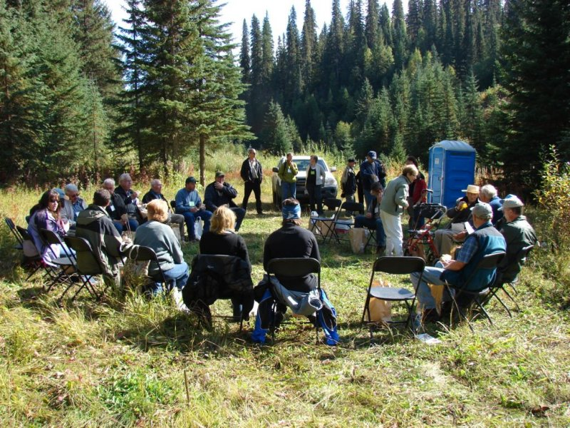 Lunch_at_Camp_Creek_for_the_BC_Forest_Hist_Conf_group.